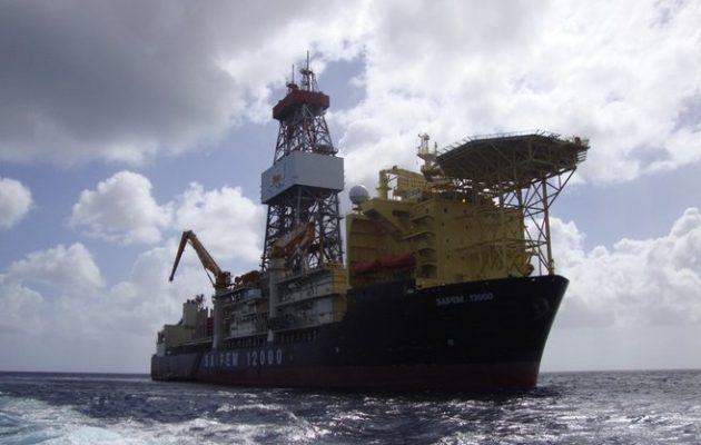 Τουρκικά πολεμικά πλοία εμποδίζουν το γεωτρύπανο Saipem 12000 να πλεύσει στο Οικόπεδο 3