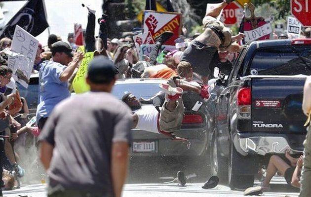 Μάικ Πενς: Οι ΗΠΑ δεν ανέχονται το μίσος και τη βία των νεοναζί