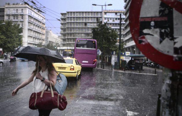Ο καιρός τα χάνει: Έρχονται χαλάζι, βροχές και καταιγίδες