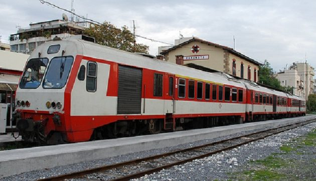 Ακινητοποιημένα τα τρένα ΟΣΕ – Χωρίς μετρό και τραμ μετά τις εννέα το βράδυ