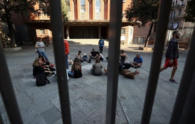 Kαταλανοί καταλαμβάνουν εκλογικά κέντρα για να προστατεύσουν το δημοψήφισμα της Κυριακής