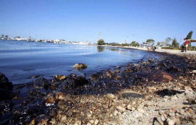 Ο Δήμαρχος Γλυφάδας καταθέτει μήνυση κατά παντός υπευθύνου για την πετρελαιοκηλίδα