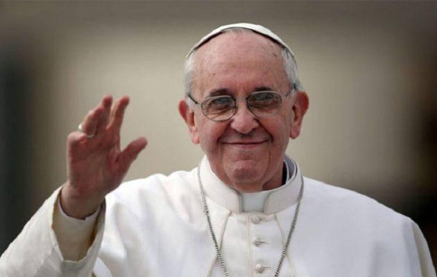 «Ιδιαίτερα γενναιόδωρες Ελλάδα και Ιταλία στην υποδοχή μεταναστών» λέει ο πάπας Φραγκίσκος