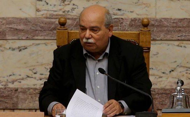 Τι απάντησε ο Βούτσης στις κατηγορίες για «τακτοποιήσεις» σε υπηρεσίες συγγενών του ΣΥΡΙΖΑ