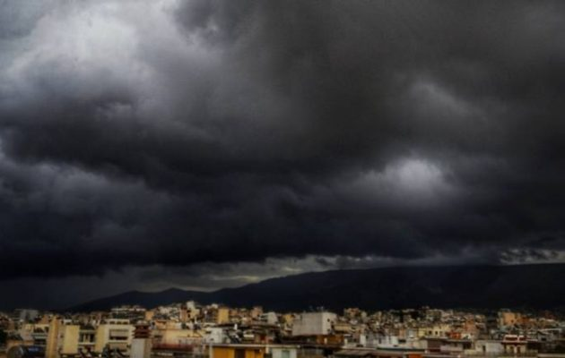 Συνεχίζεται η κακοκαιρία με ισχυρές καταιγίδες σε όλη τη χώρα την Τρίτη