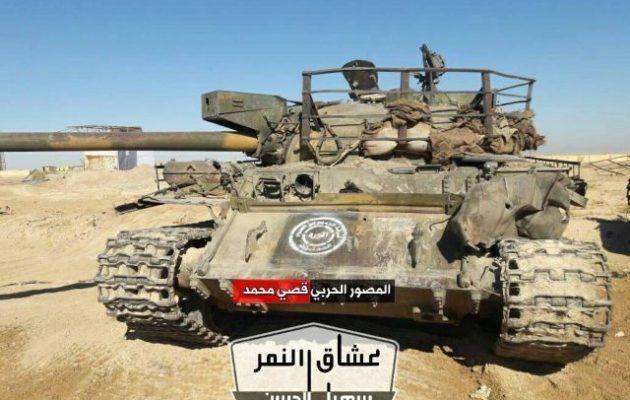 Ο συριακός στρατός δείχνει τα λάφυρα που πήρε από το Ισλαμικό Κράτος στην Αλ Μαγιαντίν