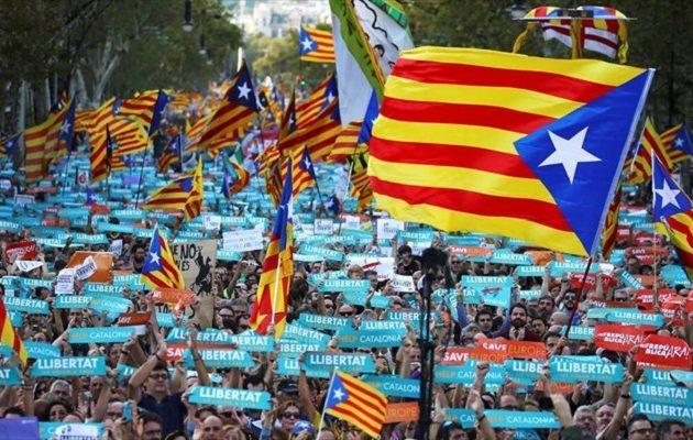 Λαοθάλασσα 450.000 Καταλανών στη Βαρκελώνη υπέρ της ανεξαρτησίας