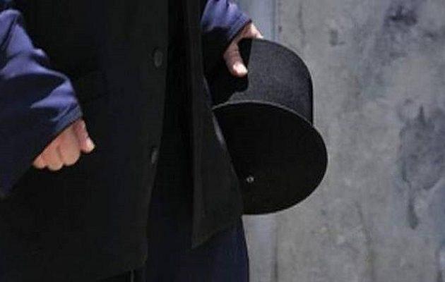 Συνελήφθη ιερέας στην Εύβοια που άνοιξε εκκλησία και κοινωνούσε πιστούς