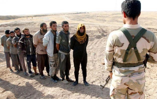 Οι Κούρδοι του Ιράκ παραδίδουν στην ιρακινή κυβέρνηση αιχμάλωτους τζιχαντιστές