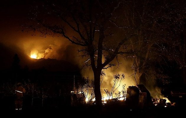 26 οι νεκροί από τις γιγαντιαίες πυρκαγιές που καίνε την Καλιφόρνια