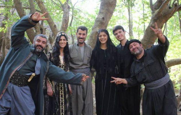 Οι Κούρδοι αντάρτες διδάσκονται την «Αντιγόνη» του Σοφοκλή εν μέσω τουρκικών βομβαρδισμών