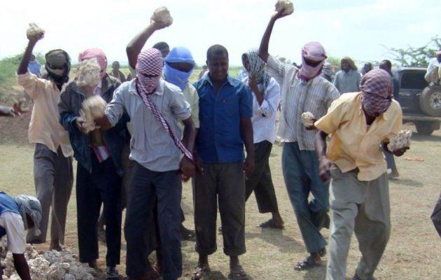 Η Αλ Κάιντα λιθοβόλησε μέχρι θανάτου μητέρα οκτώ παιδιών στη Σομαλία