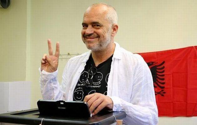 Αλβανός δημοσιογράφος κατηγορεί τον Έντι Ράμα ότι «πυροβόλησε» τον Κατσίφα με τις πλάτες της Τουρκίας