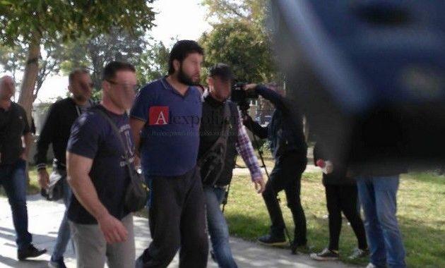 Βίντεο φρίκης: Ο τζιχαντιστής της Αλεξανδρούπολης «καμαρώνει» με κομμένο κεφάλι