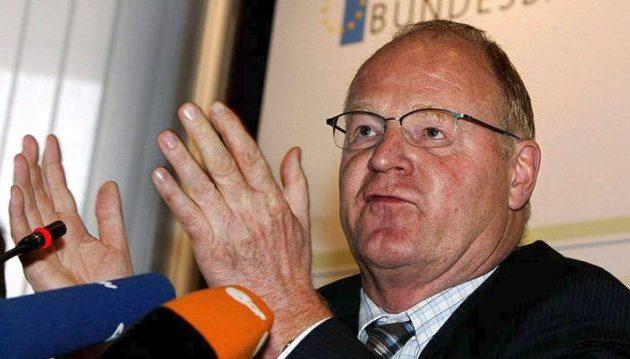 «Δεν φταίτε εσείς για την κρίση» λέει απόμαχος τραπεζίτης της Μπούντεσμπανκ