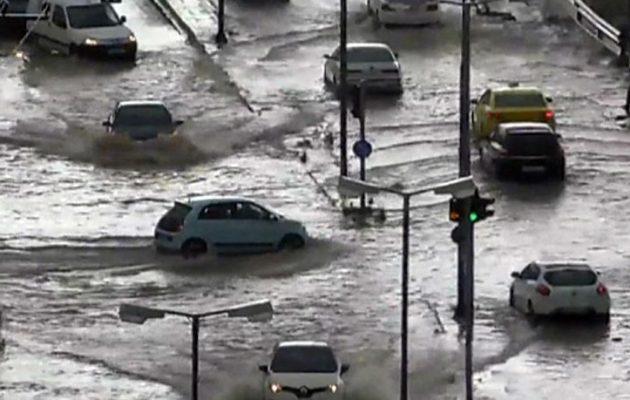 Πλημμύρες σε Κερατσίνι, Πειραιά – Παρασύρθηκαν αυτοκίνητα με εγκλωβισμένους οδηγούς (βίντεο)
