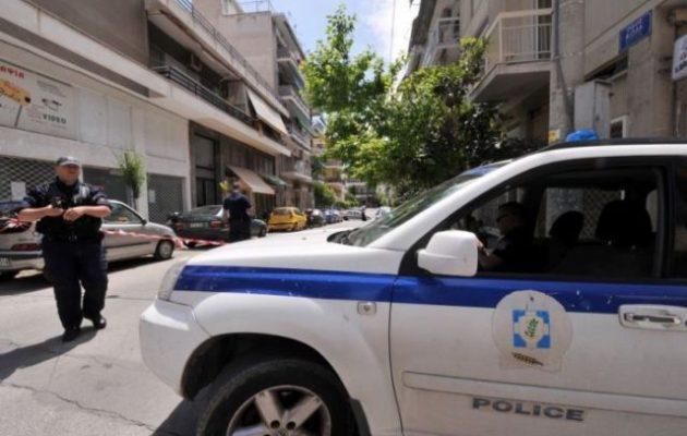 Κινηματογραφική ληστεία στη Γαστούνη: Εισέβαλαν με φορτηγό σε χρυσοχοείο (φωτο)