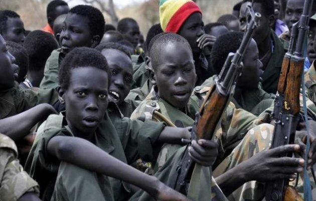 Ένοπλες οργανώσεις στο Σουδάν στρατολογούν παιδιά στρατιώτες