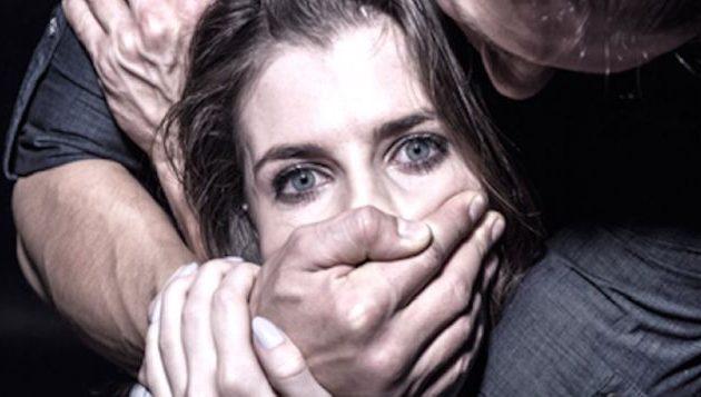20 μετανάστες όρμησαν να βιάσουν 30χρονη Ελληνίδα στο Άργος