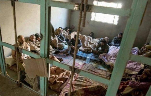 250 ξένοι τζιχαντιστές του ISIS παραδόθηκαν στον συριακό στρατό (φωτο)
