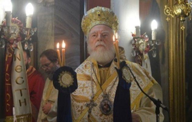 Η στιγμή που πεθαίνει στη Θεία Λειτουργία  ο Μητροπολίτης Μάνης Χρυσόστομος (βίντεο)
