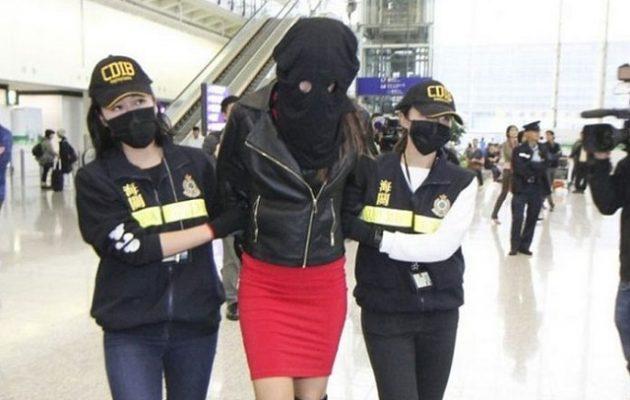 Ελληνίδα μοντέλο συνελήφθη στο Χονγκ Κονγκ γιατί μετέφερε 2,6 κιλά κοκαΐνης (βίντεο)