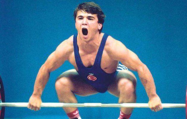 """Πέθανε ο ολυμπιονίκης αρσιβαρίστας Ναΐμ Σουλεϊμάνογλου, γνωστός ως «Ηρακλής τσέπης"""""""