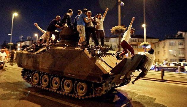 Έξι γνωστοί Τούρκοι ποδοσφαιριστές διώκονται για συμμετοχή στην απόπειρα πραξικοπήματος