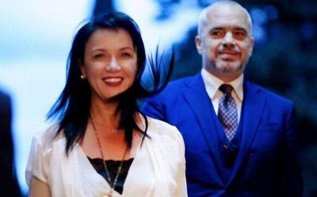 Αλβανική εφημερίδα εμπλέκει τη σύζυγο του Έντι Ράμα σε ξέπλυμα μαύρου χρήματος