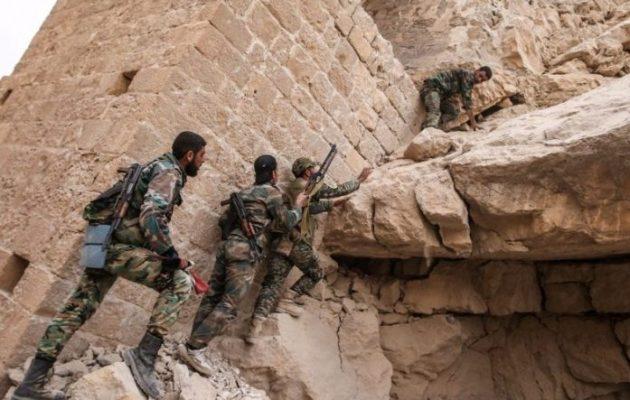 Σύροι στρατιώτες ανακάλυψαν κρύπτη του ISIS με αρχαιότητες από την Παλμύρα και όπλα