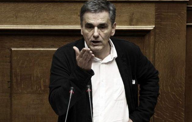 """Στα """"μανταλάκια"""" κρεμάει πέντε λίστες με φοροφυγάδες ο Τσακαλώτος – Ποιοι είναι μέσα"""