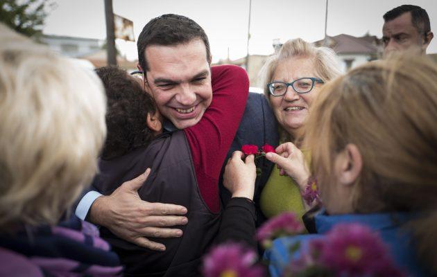 «Μπλόκο» με… λουλούδια στη Θράκη για τον Τσίπρα – Το «ευχαριστώ» μίας γυναίκας