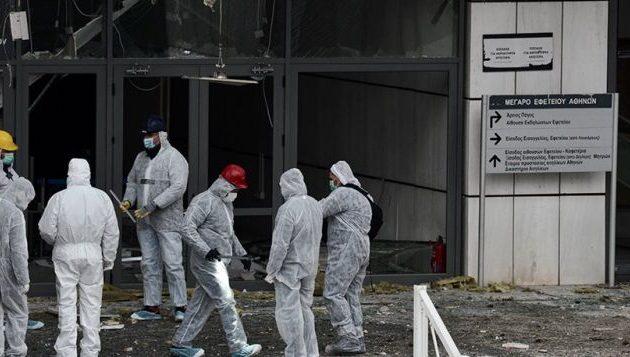 Με καλάσνικοφ πυροβόλησαν τον αστυνομικό στο Εφετείο – Μεγάλες οι καταστροφές από τη βόμβα (βίντεο)