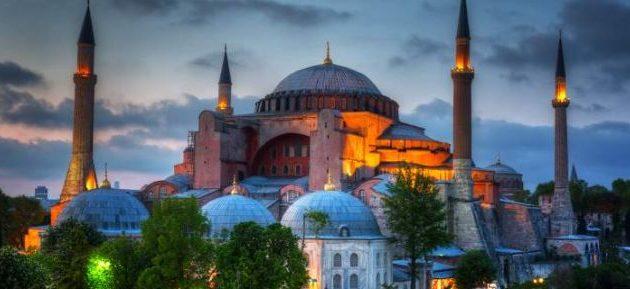 Οι Κωνσταντινουπολίτες τα «χώνουν» στον Ερντογάν: Θες να μιλήσουμε για δικαιώματα; Μάθε λοιπόν!