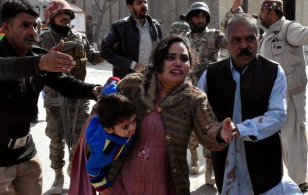 Το Ισλαμικό Κράτος ανέλαβε την ευθύνη για την επίθεση αυτοκτονίας σε εκκλησία στο Πακιστάν