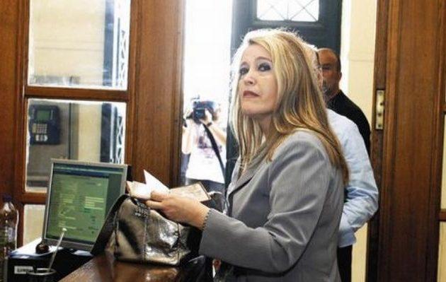 Δίκη Siemens: «Έδωσε» Σημίτη η γραμματέας Χριστοφοράκου – Αποκαλύψεις για «δώρα» σε στελέχη του ΠΑΣΟΚ