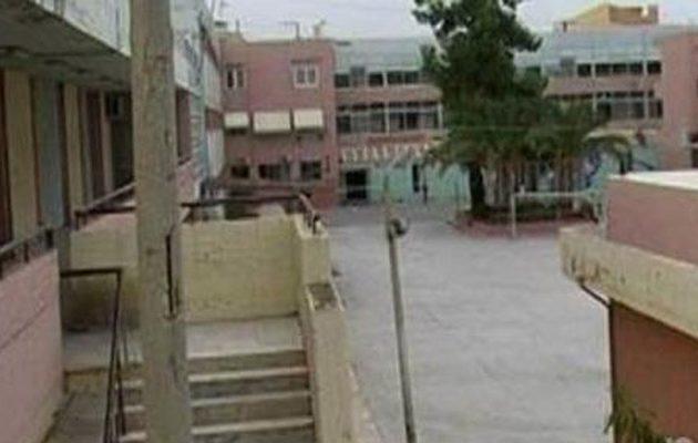 Μαθητής πλάκωσε στο ξύλο καθηγητή μέσα στην τάξη
