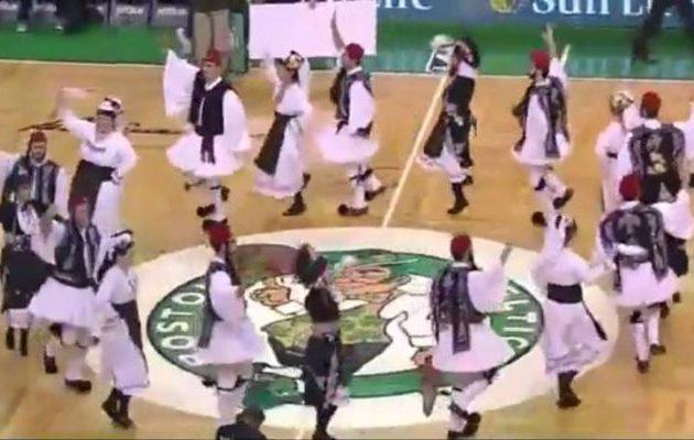 Τσολιάδες έστησαν γλέντι με τσάμικο στη Βοστώνη για τον Αντετοκούνμπο (βίντεο)