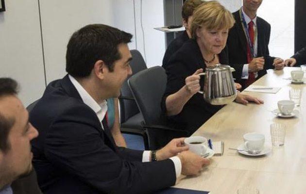 """Γιατί σερβίρει μόνη της τον καφέ η Μέρκελ; – Μήπως είναι """"τρικ;"""""""