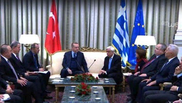 Ο Ερντογάν στο Προεδρικό Μέγαρο με υψηλούς τόνους μεταξύ των δύο Προέδρων