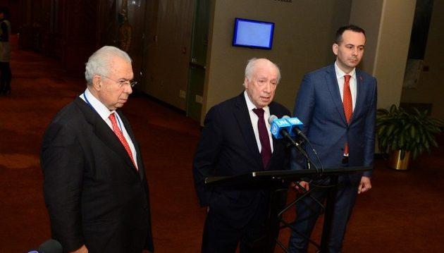 """Tα Σκόπια """"αδειάζουν"""" τον μεσολαβητή Ναουμόφσκι: """"Απαιτείται επαγγελματισμός"""""""