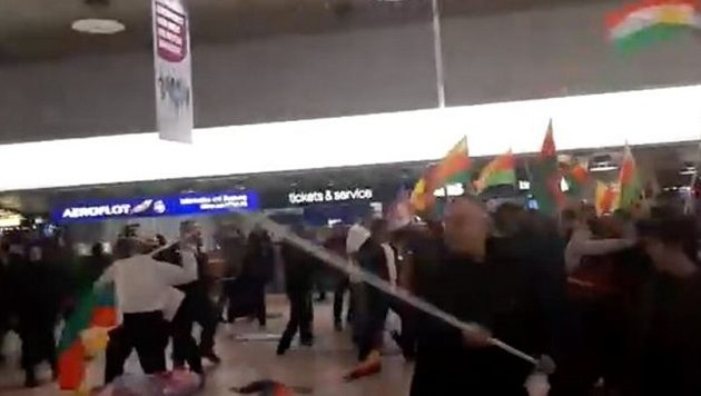 Kούρδοι και Τούρκοι πλακώθηκαν στο ξύλο στο αεροδρόμιο του Ανόβερο (βίντεο)
