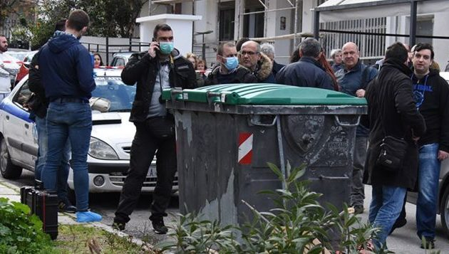 Άνδρας πέταξε το βρέφος στα σκουπίδια στην Πετρούπολη – Σοκάρουν οι λεπτομέρειες