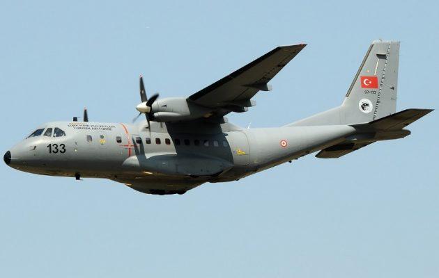 Τουρκικό κατασκοπευτικό CN-235 πέταξε πάνω από το Αιγαίο