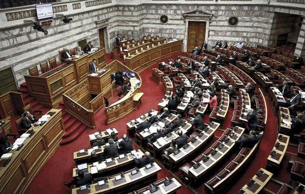 «Παράταση» στη Βουλή μέχρι την Πέμπτη για τη συνταγματική αναθεώρηση