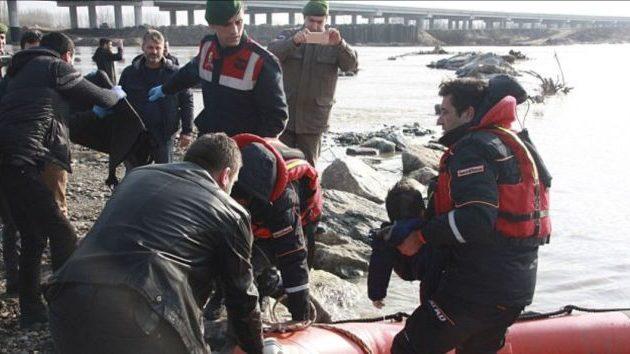 Τραγωδία με νεκρά παιδιά στον Έβρο – Προσπαθούσαν να περάσουν στην Ελλάδα (φωτο)