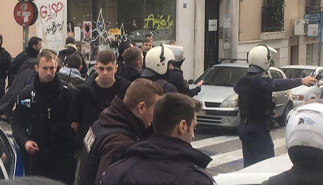 Αφιονισμένοι Oυκρανοί οπαδοί έσπασαν μπαρ στο Κολωνάκι