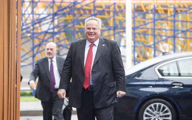 Ο Κοτζιάς είναι με μια σημαία, την ελληνική – Η ΝΔ με ποια σημαία είναι αυτή την εβδομάδα;