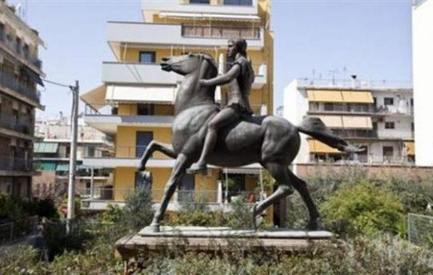 Μετά από 17 χρόνια που την… έψαχναν βρέθηκε τελικά θέση για τον έφιππο ανδριάντα του Μεγ. Αλεξάνδρου στην Αθήνα