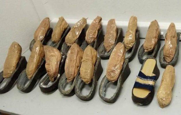 Την έκαναν τσακωτή στο «Ελ. Βενιζέλος» με ηρωίνη «καμουφλαρισμένη» στα παπούτσια της